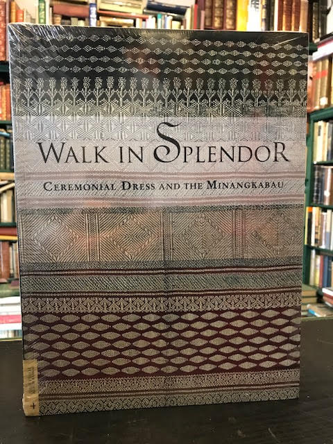 Image for Walk in Splendor : Ceremonial Dress and the Minangkabau (UCLA Fowler Museum of Cultural History Textile Ser., No. 4)